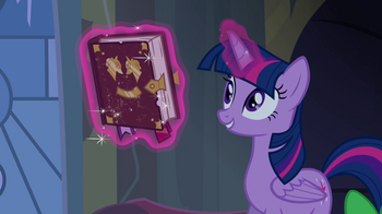 Twilight_proposes_a_journal_S4E03.png