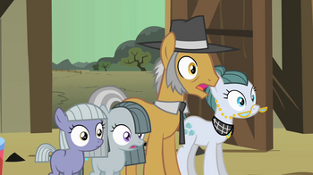 Pinkie_Pie_family_surprised_S1E23.png